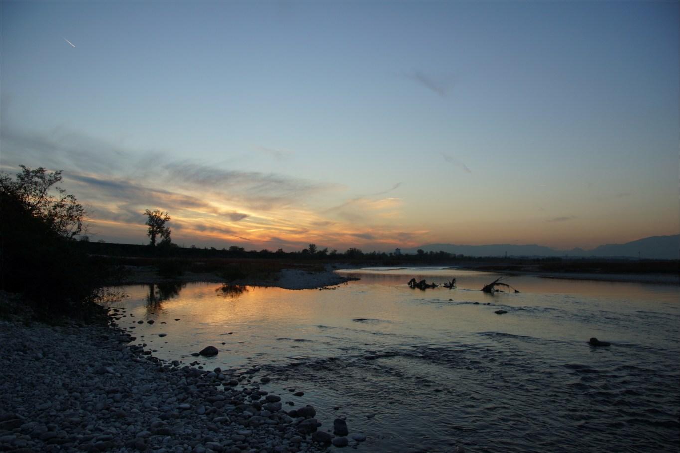 Zachód słońca nad rzeką Piave