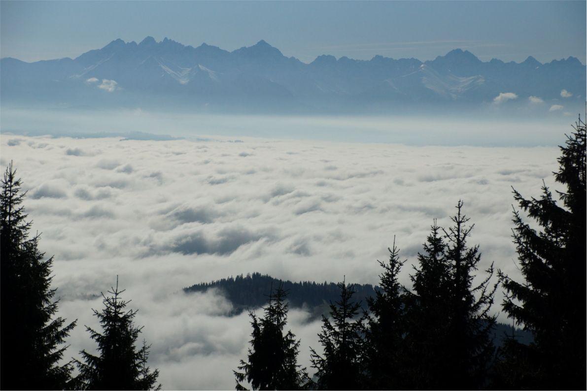 Turbacz - mgła nad zalewem Czorsztyńskim